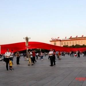 """天安门""""红飘带""""LED屏是这个国庆节最鲜明的地标之一"""
